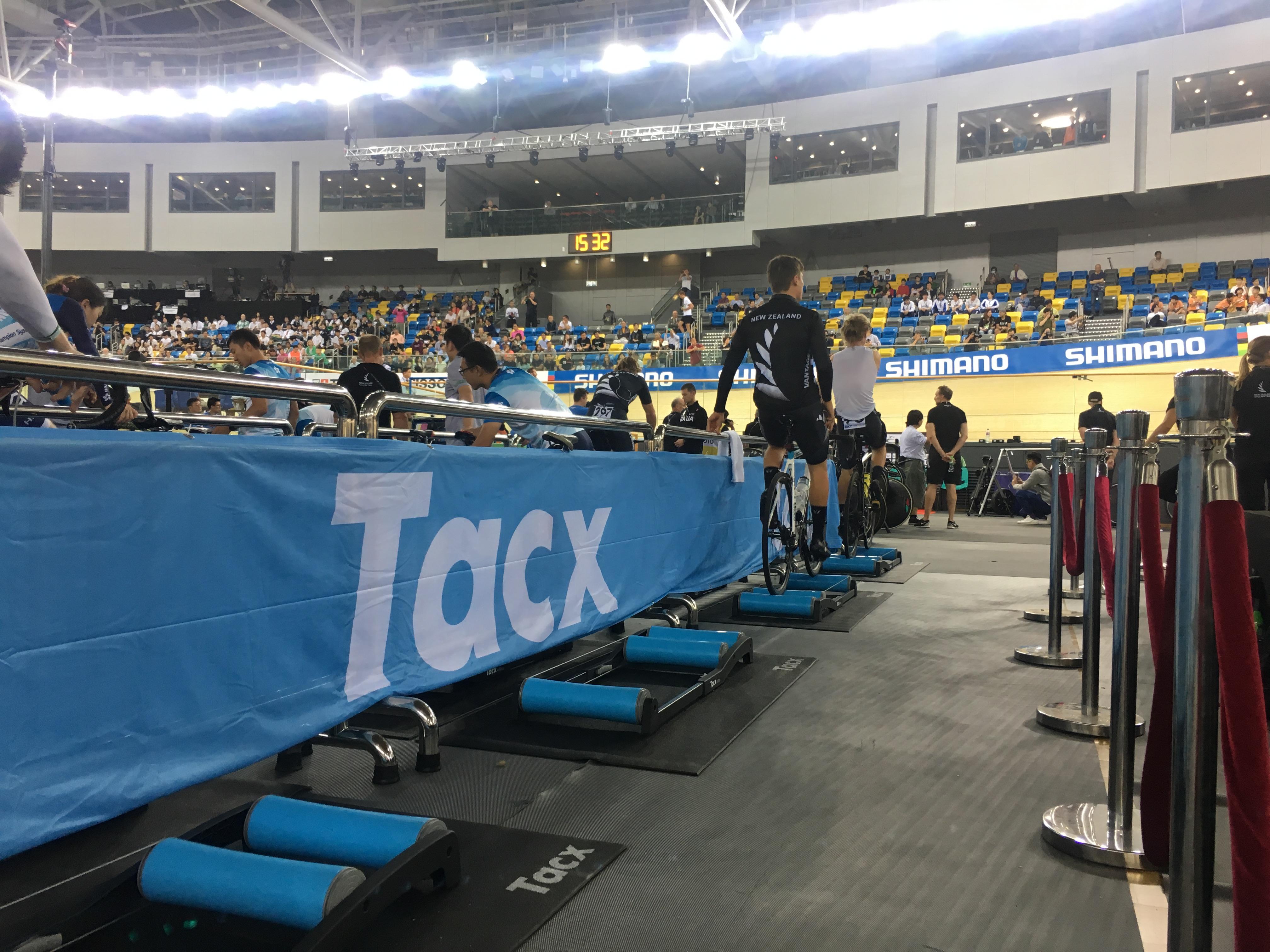 Partner Tacx verzorgt warm-up area Fixed Gear
